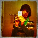 Emo im Spiegel vom Freund