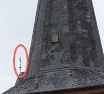 Sieht man das kleine Kreuz im Kirchturm?