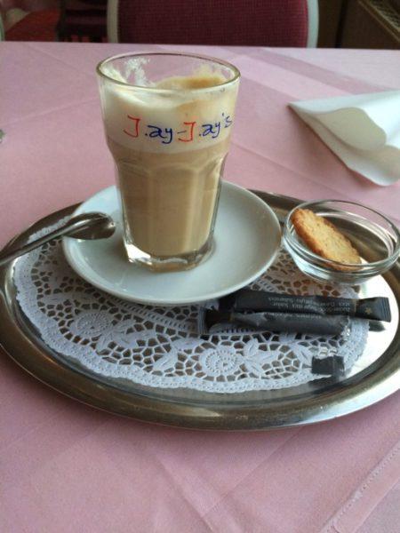 Latte Macchiato im Hotel Dania