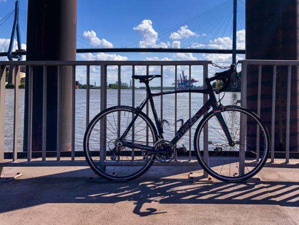 TrengaDE Rennrad auf dem Anleger Waltershof