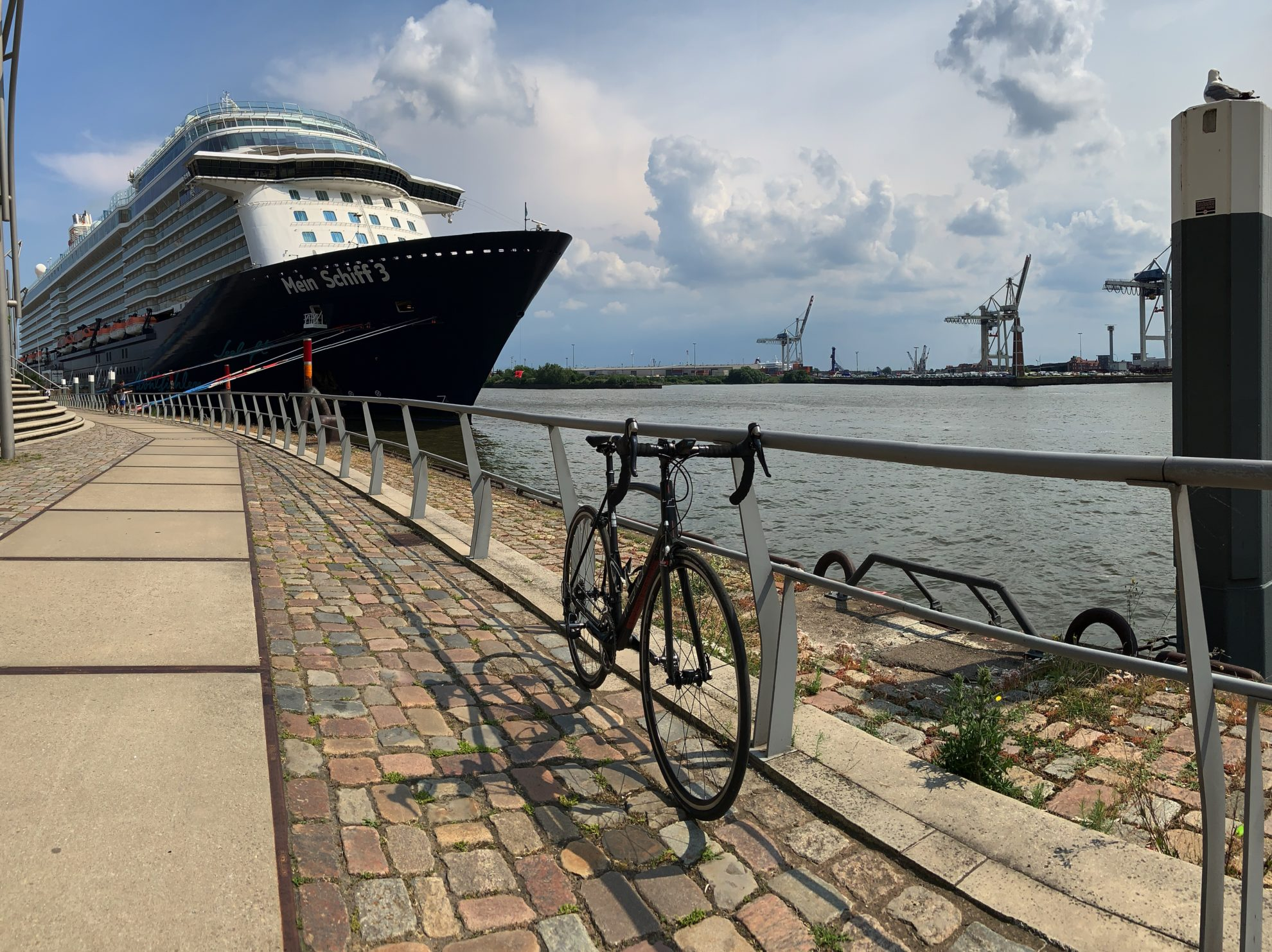 Two beauties Cruise Ship TUI Mein Schiff 3 and TrengaDE GLR Road Bike in Hamburg