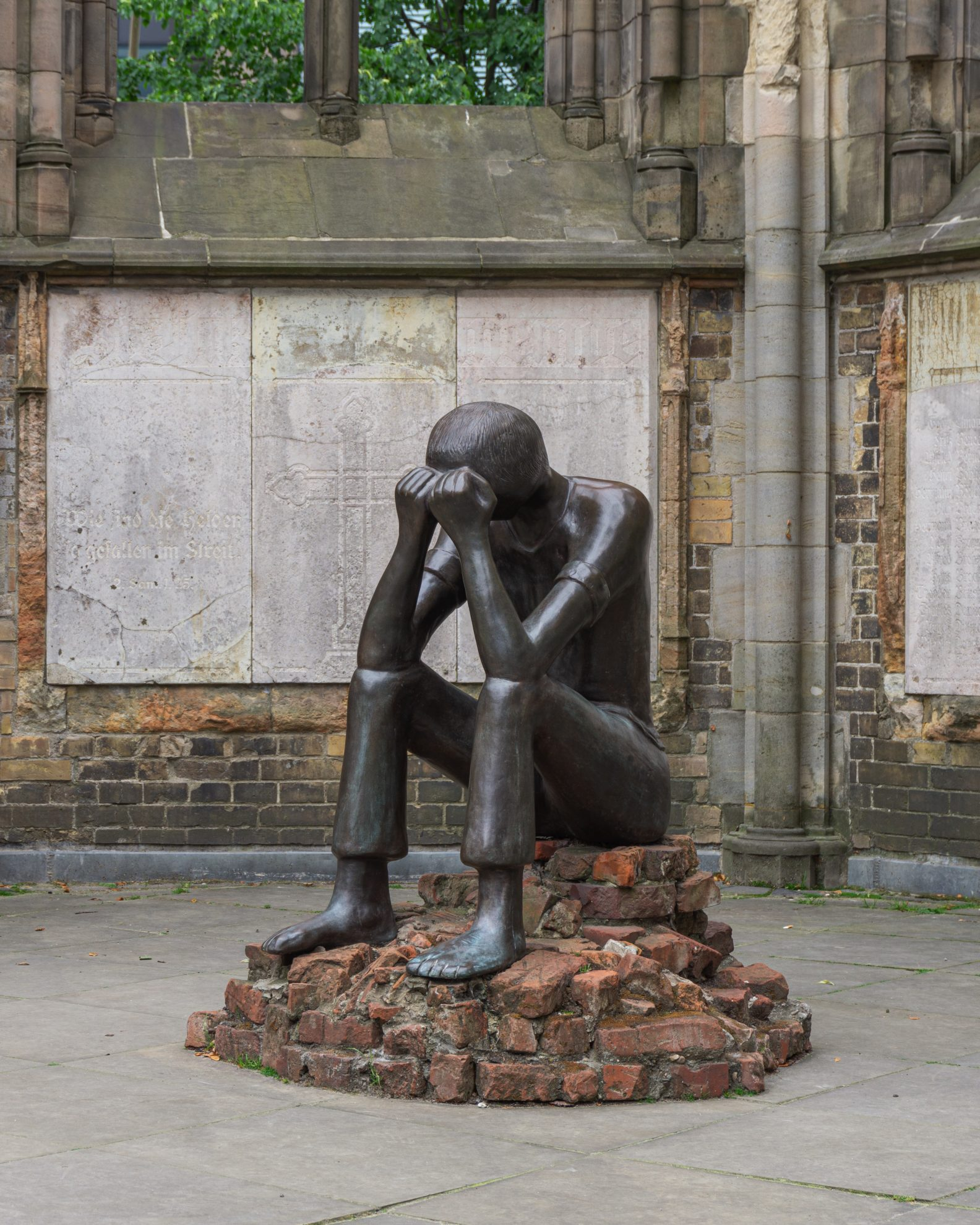Prüfung—sculpture in the southern aisle, St. Nicholas Church, Hamburg