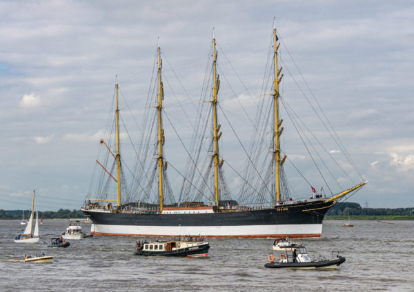 Segelfrachtschiff Peking auf der Elbe nach der Restaurierung