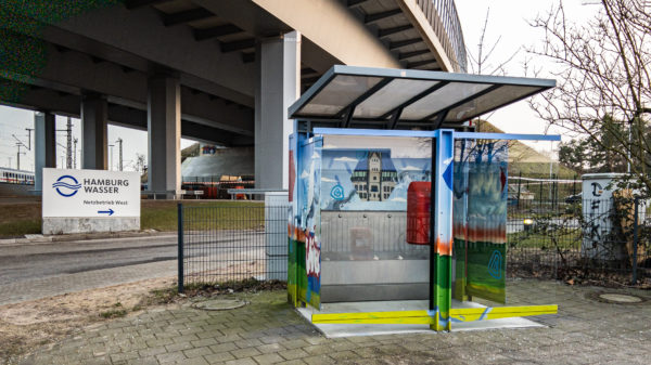 Öffentliches Pissoir an der S-Bahnhaltestelle Stellingen