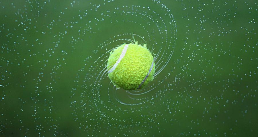 Tennnisball im Strudel