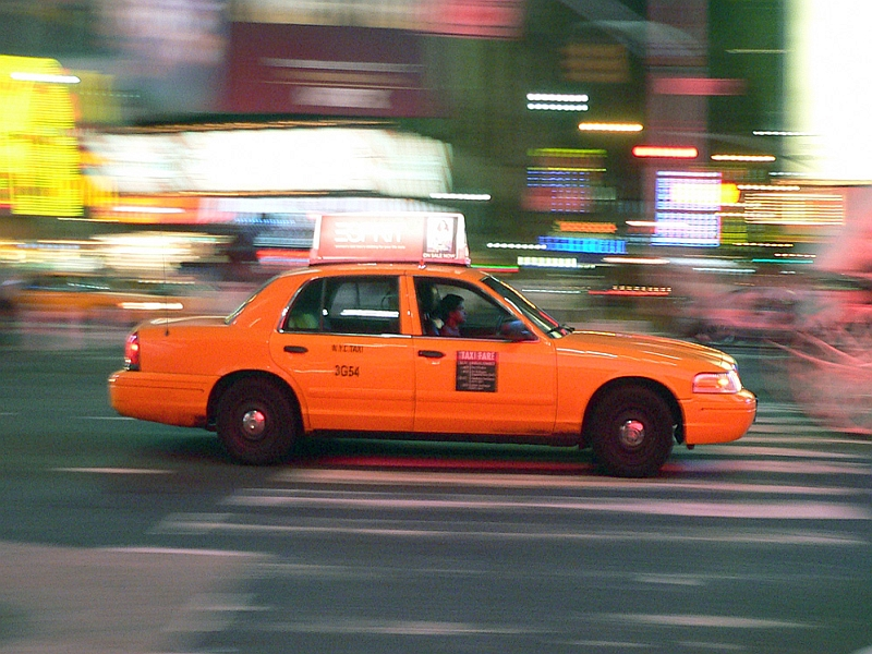 New Yorker Yellow Cab bei Nacht